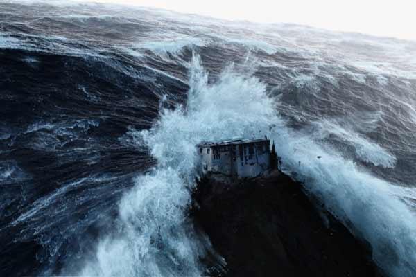 Un tsunami géant 2012-fin-du-monde-4