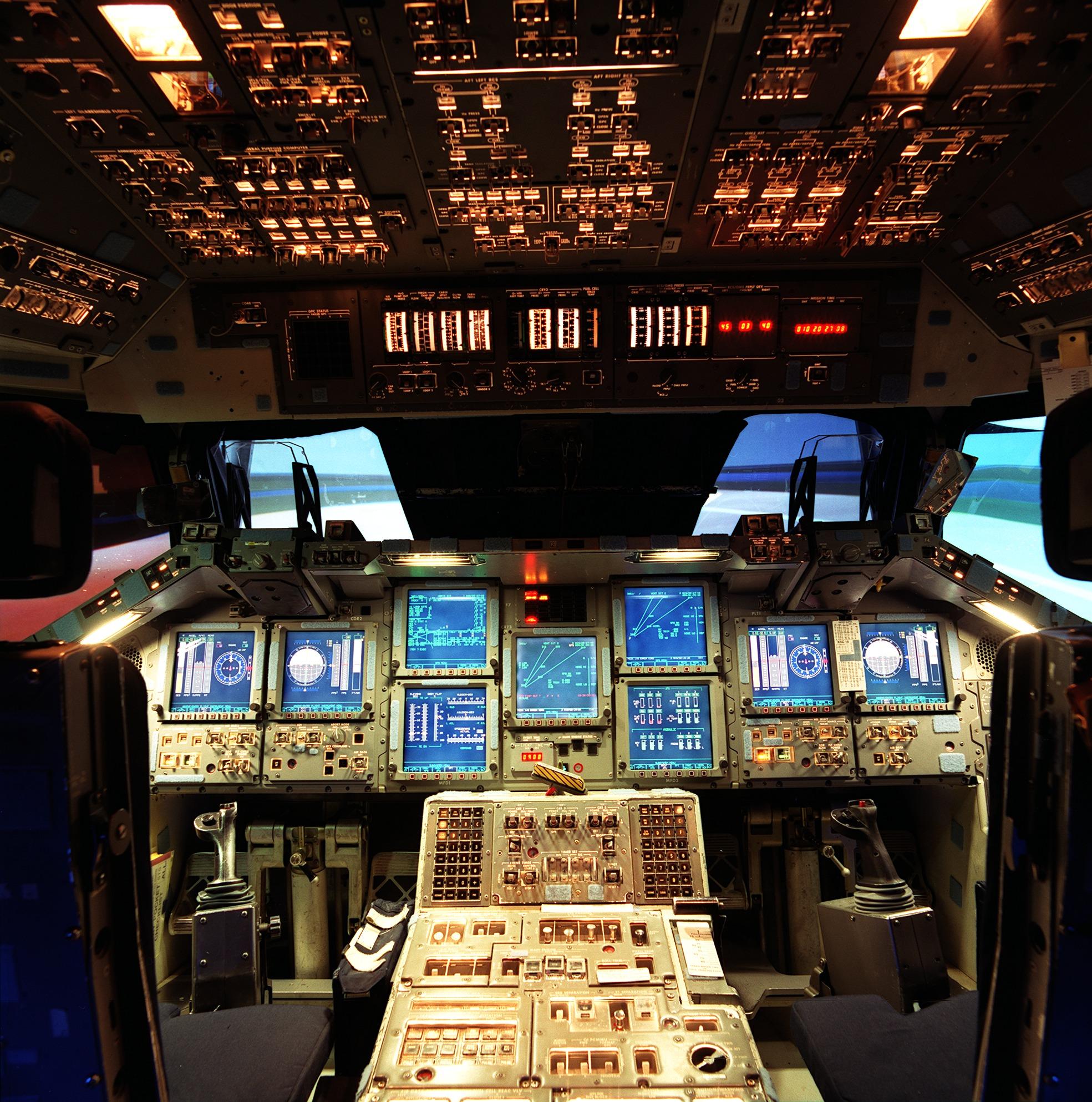 cockpit navette spatiale